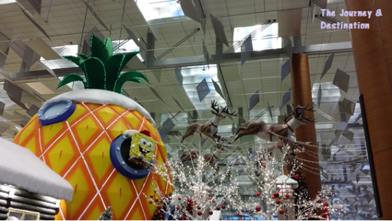 Spongebob, his pineapple house and reindeers